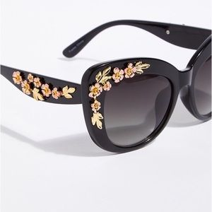 Accessories - 🌸They're Back!!🌸 5⭐️Floreat Embellished Sunnies